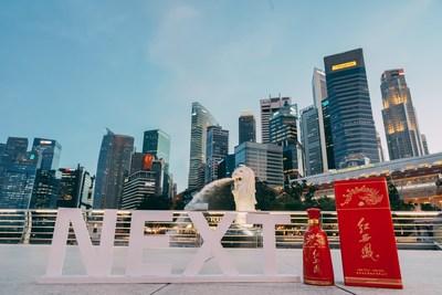 La foto muestra el licor Red Xifeng en la Cumbre NEXT (Singapur 2021) que se llevó a cabo en Singapur el 29 de septiembre de 2021. (PRNewsfoto/Xinhua Silk Road)